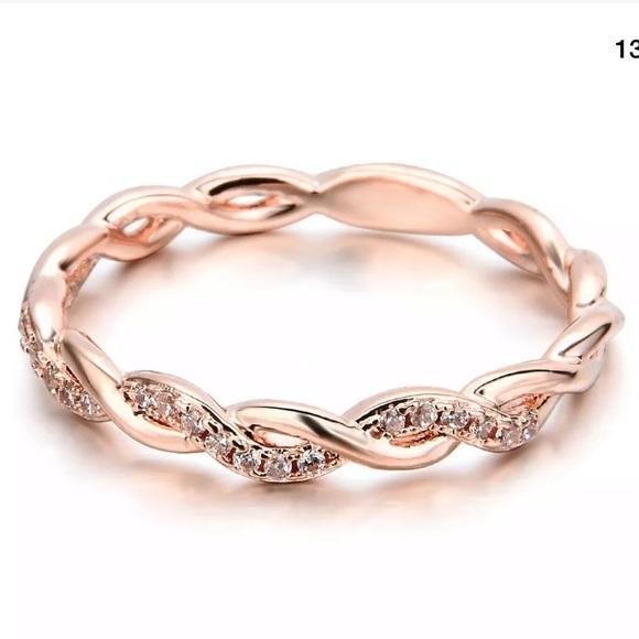 Jewelry - NWT • dainty twist ring